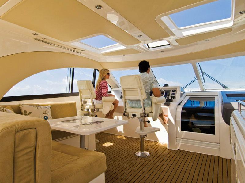 ART-Deluxe 4100 Teak black im Innenbereich einer schönen Yacht art-deluxe Art-Deluxe art deluxe anwendung 2 teak black